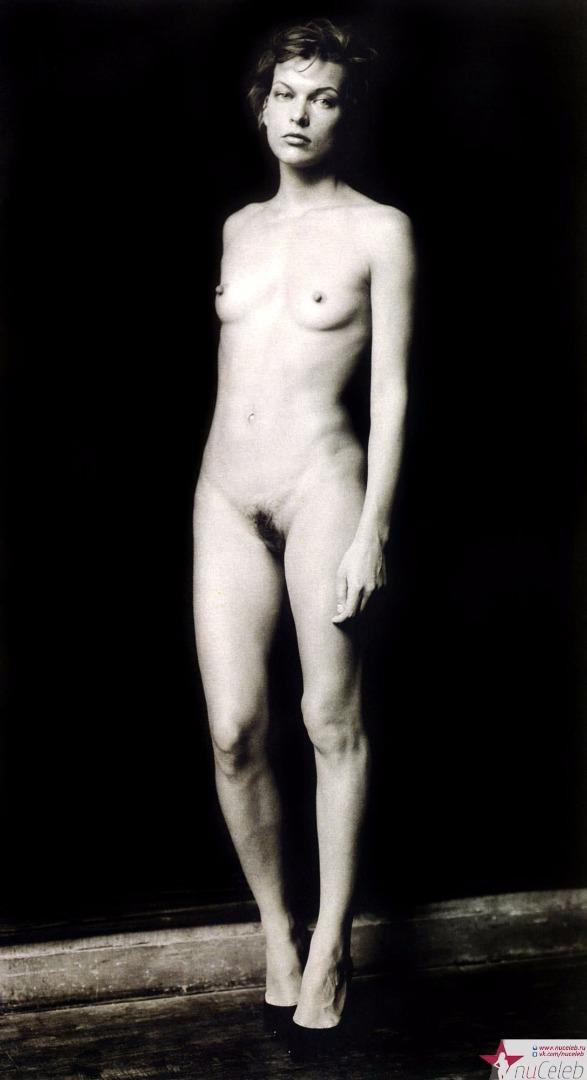 mila-yovovich-foto-golaya