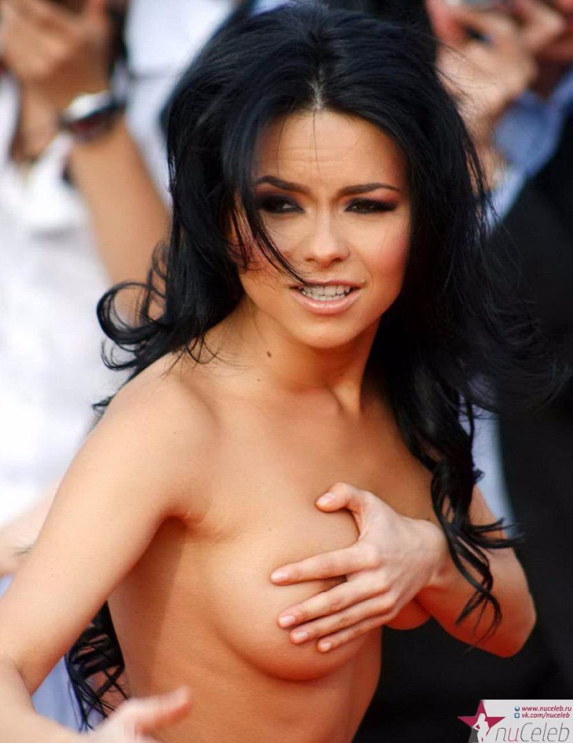 Фото голые девушки на концерте 21 фотография