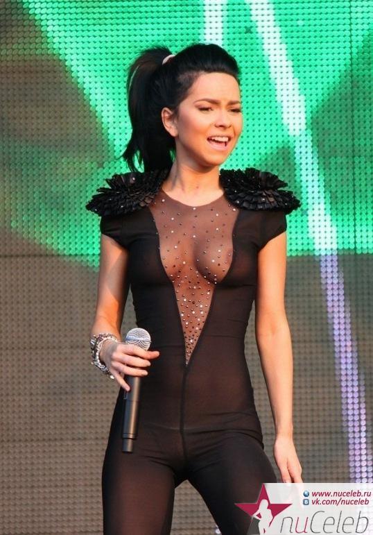 Инна показала сиськи на сцене