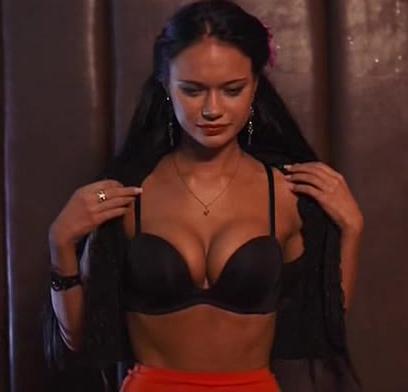 zhena-izmenyaet-pri-muzhe-domashnee-porno-video